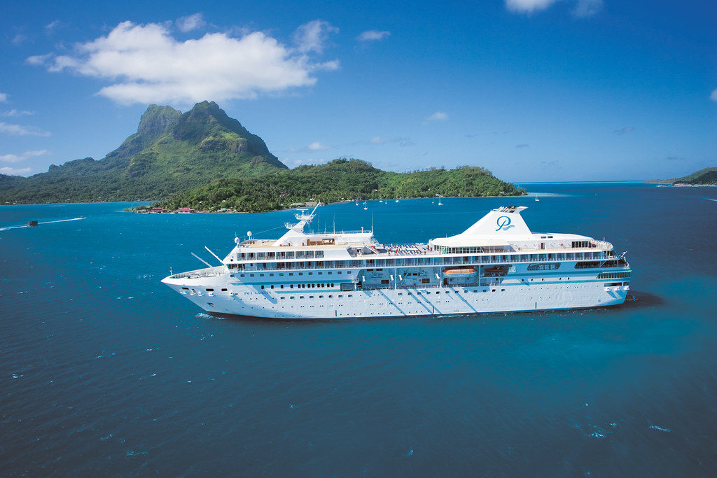 An interline travel rate cruise ship in Bora Bora
