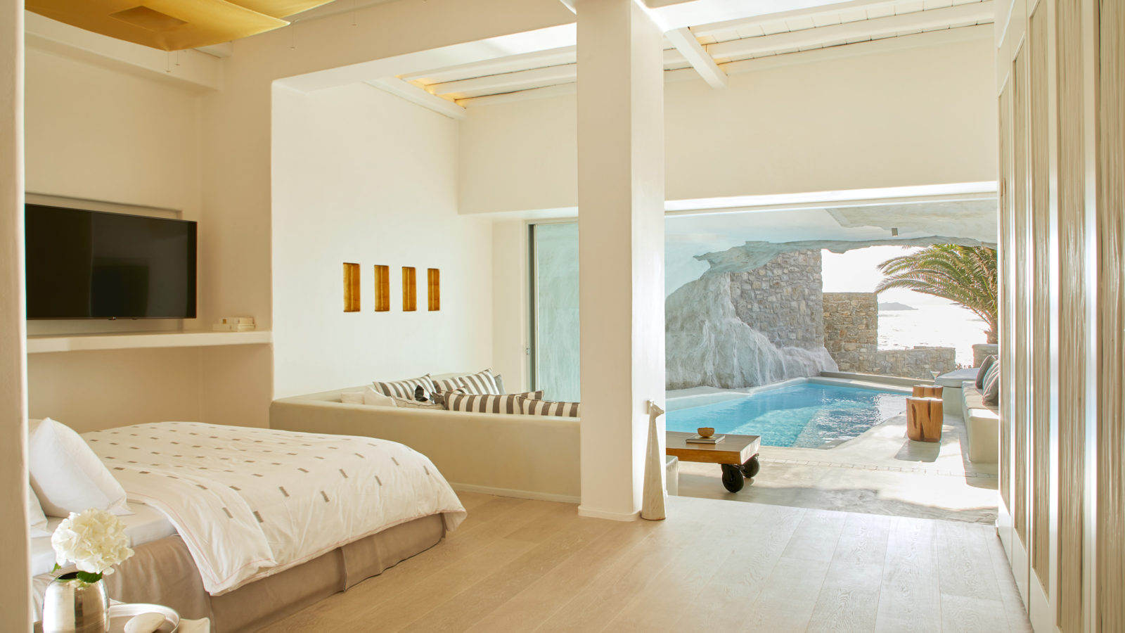 Luxurious accommodation in Greece